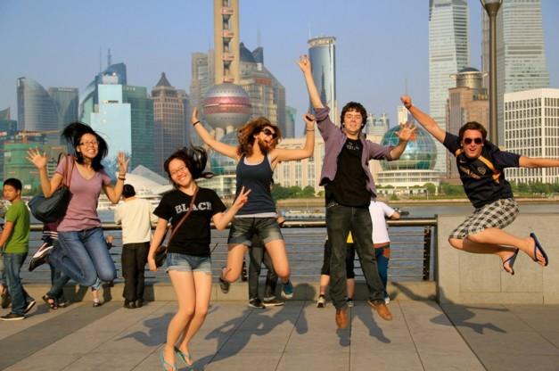 Китайские абтуриенты подпрыгнули от счастья в верх